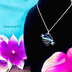 NWOT T&Co. Return to Tiffany Banner Heart Pendant
